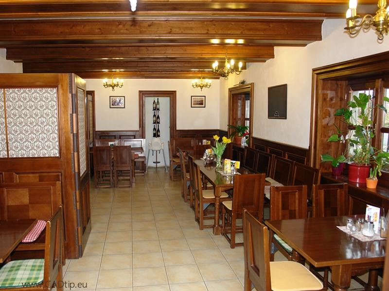 Restaurace u zámku Kratochvíle.